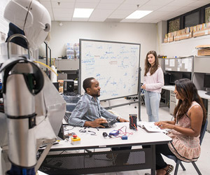 fiu-college-engineering-computing-scis-discovery--fund-300x250