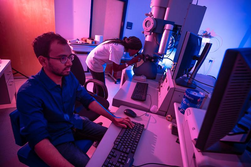 FIU-AMERI-Advanced Materials and Engineering Research Institute-lab
