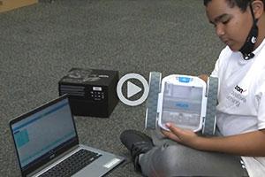 Estudiantes de escuela intermedia en Miami estudian STEM, robótica durante las vacaciones de verano